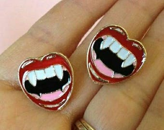Vampire Lips Clutch Pin - Rocky Frankenfurter - Transylvania Dracula Fangs Horror Monster Novelty Brooch Humour