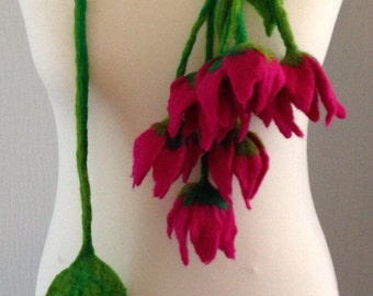Necklace Felted, Merino Wool, Tulips