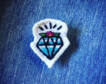 Old school tattoo diamond diamond hand embroidered brooch