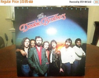 Vintage 1980 Vinyl LP Record The Doobie Brothers One Step Closer Near Mint Condition 5089