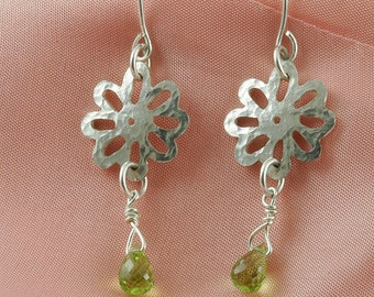 On SALE 20 to 50% off. Small daisy sterling silver earrings with Peridot