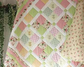 """Quilted coverlet """"Spring joy"""" in the Provencal style"""