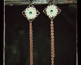 These delicate earrings lace