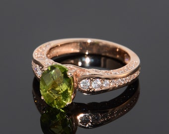 Peridot ring, Birthstone ring, Anniversary ring, Gemstone ring, Gold peridot ring, Green stone ring, August birthstone, Sparkly ring