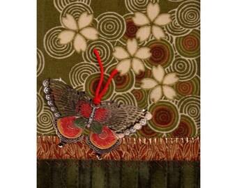 Cloisonné papillon brodé de fleurs de prunier tombés sur l'eau Art Textile asiatique Mini