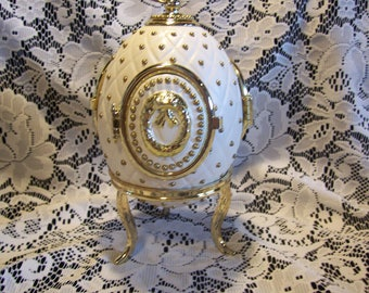 Musical Egg with Rotating Angels Inside with Three Mirror Doors