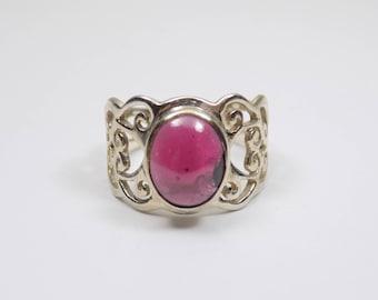 Beautiful garnet sterling silver ring size 7