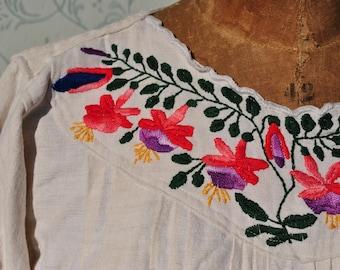 Peasant blouse, vintage peasant blouse, peasant shirt, peasant crop top, embroidered shirt, Balkans peasant blouse