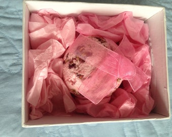 Large Pink and Rose Petal Bath Bomb - Hand made - Rose fragrance - 200gm