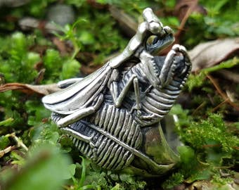 Praying Mantis ring by New Zealand artist Gavan Riley sterling silver