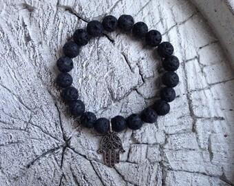 Perlen Armband mit einem Anhänger in Form einer Hand der fatima