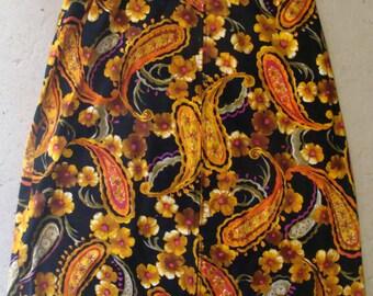 VELVETY VINTAGE midi SKIRT black orange paisley M