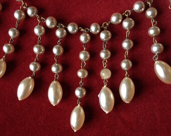 Shabby vintage faux pearl necklace
