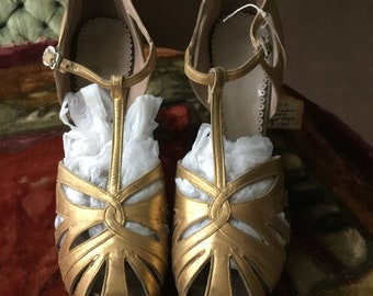 1920's antique gold flapper shoes, dancing,theatre,costume,period event, wedding, high heels, Art Deco