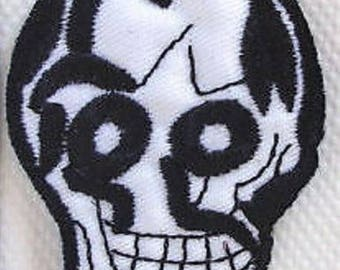 SKULL - Patch embroidered patch Thermo * 4.5 x 6 cm *.