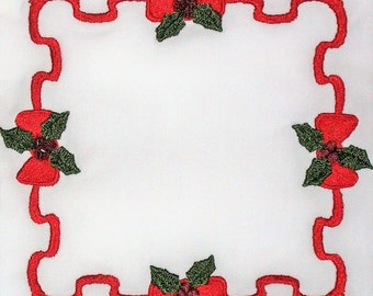 Holly & Ribbons embroidered quilt label to customize with your personal message