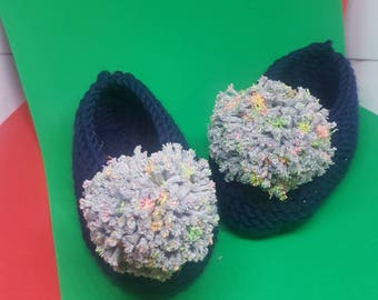 Pompom handknitted slippers