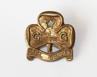Vintage Girl Guide pin. Vintage Girl Guide promise badge. Girl Guide Trefoil badge