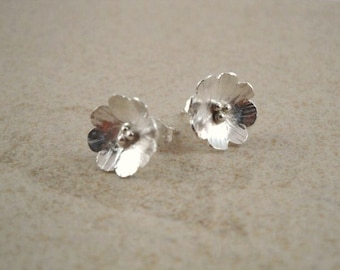 Cottage chic, Spring flowers stud earrings in Sterling silver, handmade by Devine Designs Jewelry