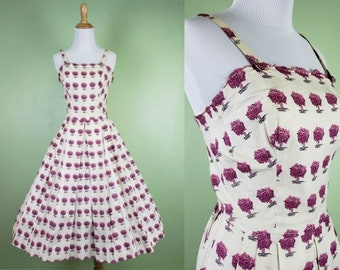 """1950s Vegetable Print Dress - Vintage 50s White & Pink Dress - XS 26""""  Waist - Fit and Flare"""