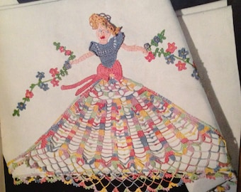 1950s Crochet Booklet- Pillowcase Edging 3D Flowers Girly Nursery Princess DIY Doily