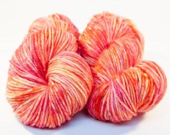 Teint à la main Speckle laine peignée - Indie teint fil bigarré - Base classique Fox - sorbet Colorway