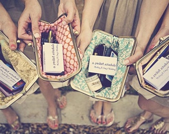 custom : bridesmaids gifts, personalized clutches