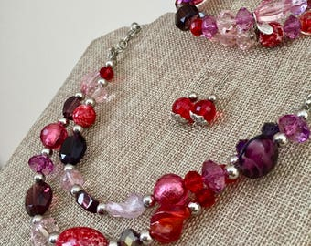 Cookie Lee Silver Tone Glass Bead Necklace Stretch Bracelet Pierced Dangle Earrings Jewelry Set Demi Parure Pink Red Purple