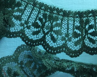 Christmas Green Scalloped Gathered Lace 1 1/4 inch