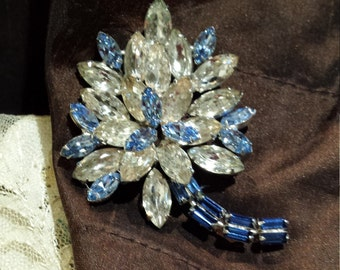 Vintage brooch in light blue, dark blue and clear crystal