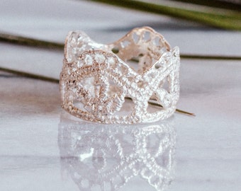Lila Leaf Lace ring in sterling silver