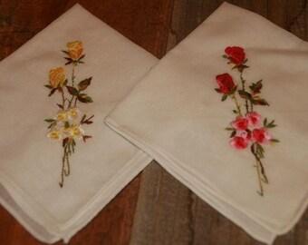 2 Vintage White Hankie Handkerchief   Embroidered  Flower Design  - Floral Vintage Hankies