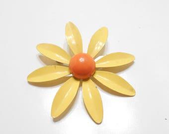Vintage 1960S Enamel Flower Brooch (2781)