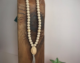 Mama Mala: neutral wood & silicone teething necklace with wood pendant.