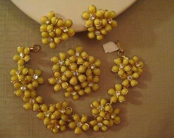 Yellow RHINESTONE LUCITE Gold Tone Metal Flower Bracelet Brooch Earring Set 1960s