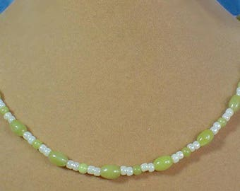 "Delicate 18"" light green Nephrite Jade and Pearlized bead necklace - N546"