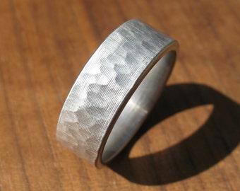 Gehämmerte Edelstahl Ring Comfort Fit