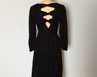 1940s inspired black velvet dress | three bow open back dress