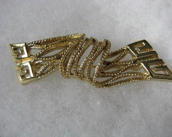 Unusual mod rectangle twisted gold tone  pin brooch