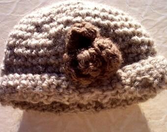 Bonneterie chapeau 100 % laine vierge neutre cloche du bébé pour fleur de bébé sur le côté