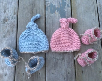 Twins hats and booties, twins set, boy and girl, twins outfit, crochet twins , pink blue crochet, twins photo props, pink and blue set