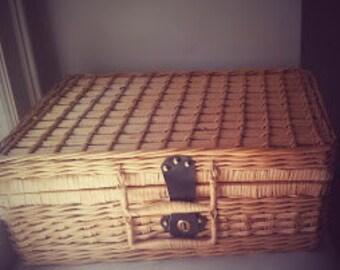 Vintage Picnic Set Basket for 4 people