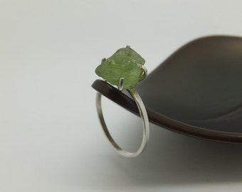 Peridot Ring, August Birthstone Ring, Peridot Rough Ring, Natural Peridot Ring, Peridot Specimen Ring, Sterling Silver Ring, Solitaire Ring