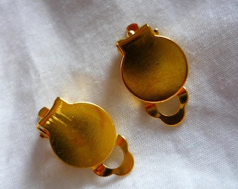Gold clip earrings 1 pair of supports