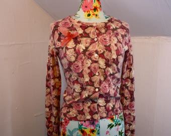 """Rose Floral Fuzzy Pink + Ivory Print Angora Blend Cardigan Sweater Small 32-34"""" Bust"""