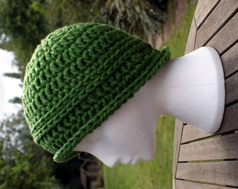 Crochet hat. Crochet beanie cloche-style hat. Womens chunky winter hat. Green hat. Woolly hat. Chunky crochet hat. Gift for women/girls