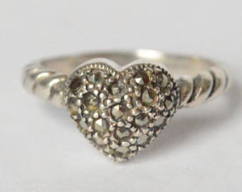 Vintage Sterling Silver Marcasite Heart Twist Band Ring Size 7