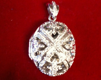 Silver .925 Beautiful Locket Charm (PICTURE) With 81 Brilliant Diamonds. 11.2 gm.