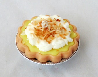Coconut Cream pie candle,  3 inch wax pie, coconut candle, dessert candle, bakery candle, unique candle, food candle, soy candle