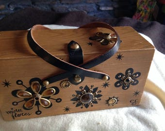 "Beautiful vintage Enid Collins decorated floral wooden handbag ""Mira Flores"""